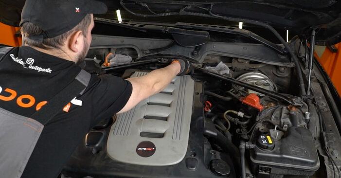 Så byter du Luftfilter på BMW 5 Sedan (E60) 2003 – tips och tricks