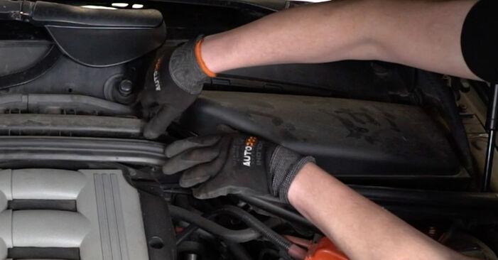 Så lång tid tar det att byta Luftfilter på BMW E60 2009 – informativ PDF-manual