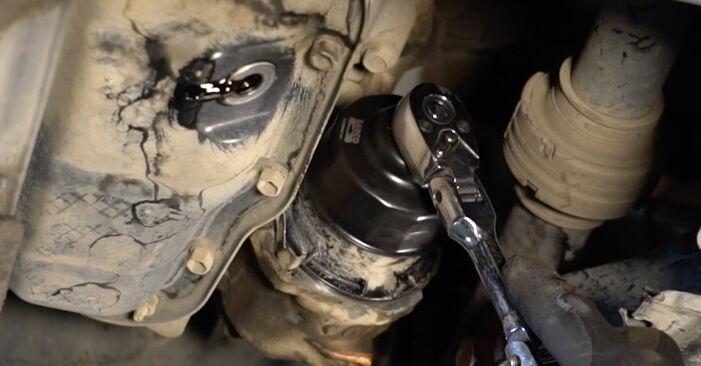 Sostituendo Filtro Olio su Toyota Auris e15 2009 1.4 D-4D (NDE150_) da solo