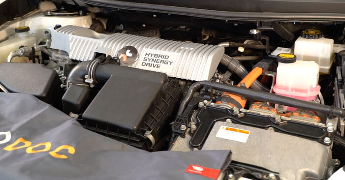 How to replace TOYOTA AURIS (NRE15_, ZZE15_, ADE15_, ZRE15_, NDE15_) 1.4 D-4D (NDE150_) 2007 Oil Filter - step-by-step manuals and video guides