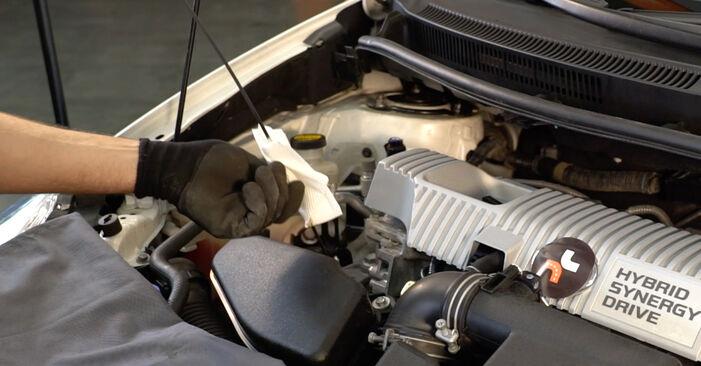 Toyota Auris e15 2.0 D-4D (ADE150_) 2008 Filtro Olio sostituzione: manuali dell'autofficina