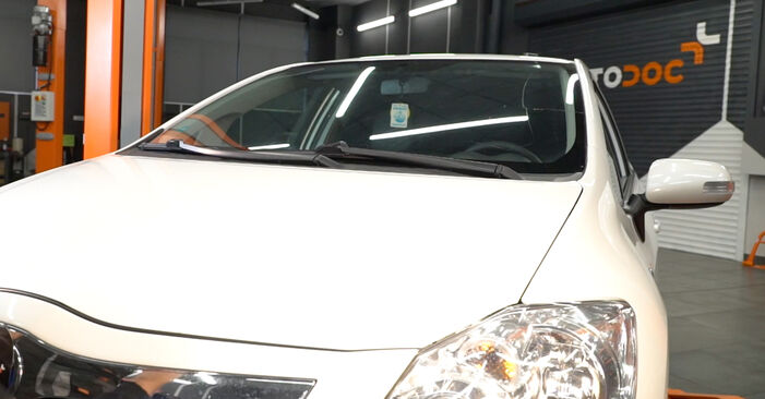 How to remove TOYOTA AURIS 1.4 (ZZE150_) 2010 Oil Filter - online easy-to-follow instructions