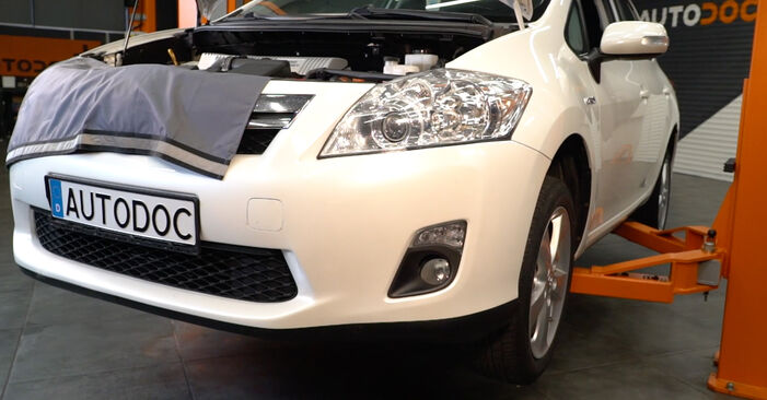 Changing Oil Filter on TOYOTA AURIS (NRE15_, ZZE15_, ADE15_, ZRE15_, NDE15_) 1.8 Hybrid (ZWE150_) 2009 by yourself