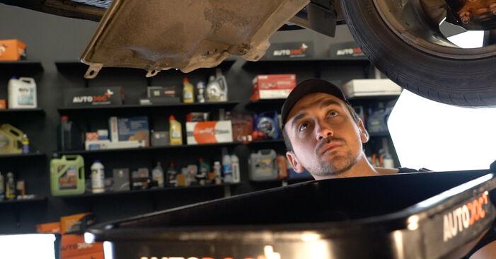 Quanto è difficile il fai da te: sostituzione Filtro Olio su Toyota Auris e15 1.33 Dual-VVTi (NRE150_) 2012 - scarica la guida illustrata