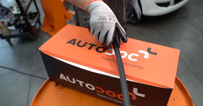 How to change Wiper Blades on CITROËN C1 (PM_, PN_) 2005 - free PDF and video manuals