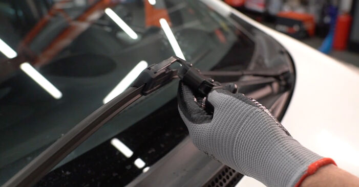 How to replace CITROËN C1 (PM_, PN_) 1.0 2006 Wiper Blades - step-by-step manuals and video guides