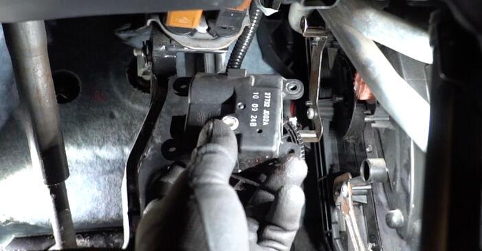 Wie schwer ist es, selbst zu reparieren: Innenraumfilter Nissan Qashqai j10 2.0 Allrad 2012 Tausch - Downloaden Sie sich illustrierte Anleitungen