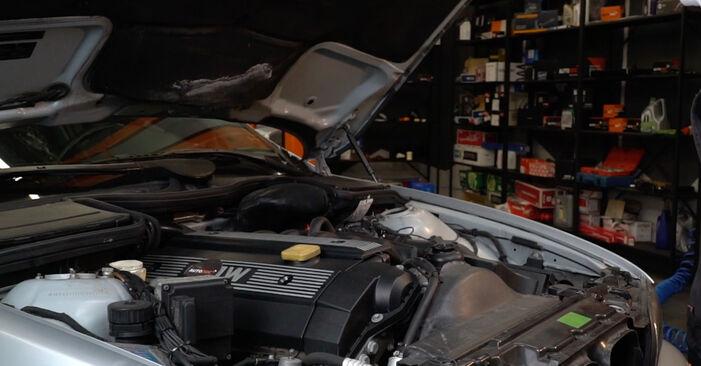 Kaip pakeisti Oro filtras la BMW E39 1990 - nemokamos PDF ir vaizdo pamokos