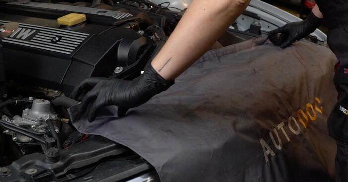 Kaip pakeisti BMW 5 Sedanas (E39) 523i 2.5 1991 Oro filtras - išsamios instrukcijos ir vaizdo pamokos