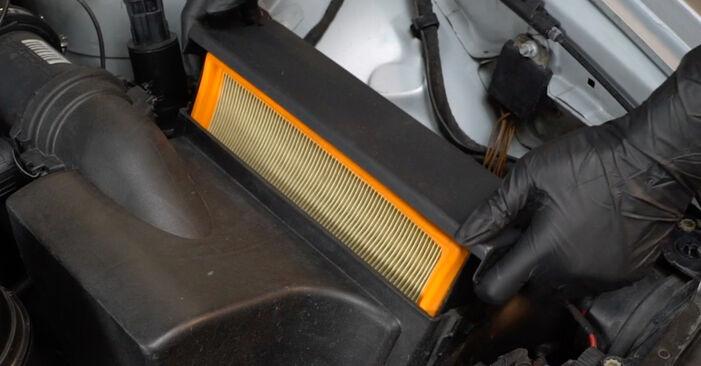Savarankiškas BMW 5 Sedanas (E39) 520i 2.0 1993 Oro filtras keitimas