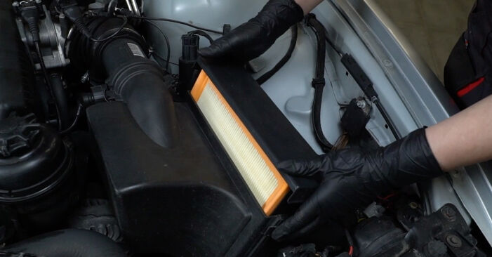 BMW 5 SERIES 1997 Oro filtras išsami keitimo instrukcija