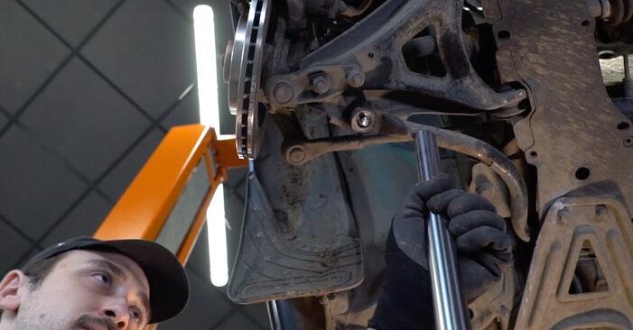 Wechseln Sie Koppelstange beim Renault Kangoo kc01 2007 D 65 1.9 selber aus