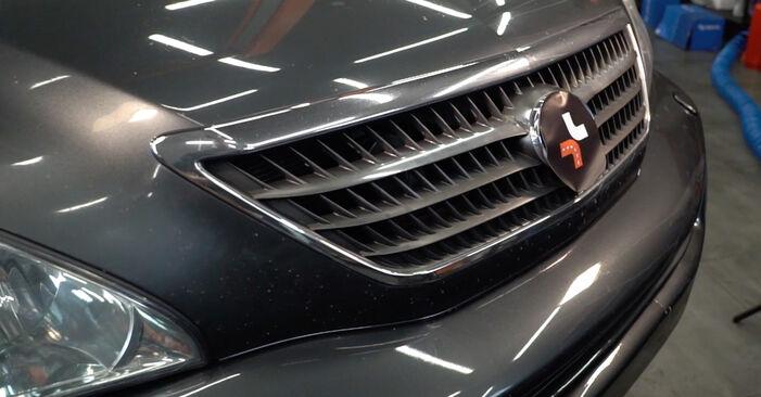 Wie Ölfilter Lexus RX XU30 3.3 400h AWD 2003 tauschen - Kostenlose PDF- und Videoanleitungen