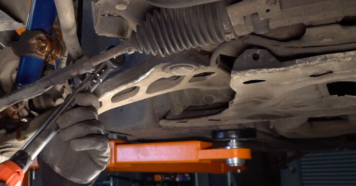Step-by-step recommendations for DIY replacement BMW 3 Touring (E46) 2003 330d 3.0 Anti Roll Bar Links