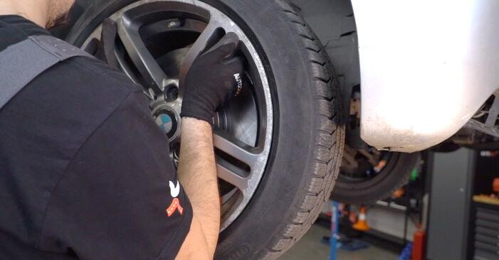 BMW 3 Touring (E46) 320i 2.2 2000 Pasukimo trauklė keitimas: nemokamos remonto instrukcijos