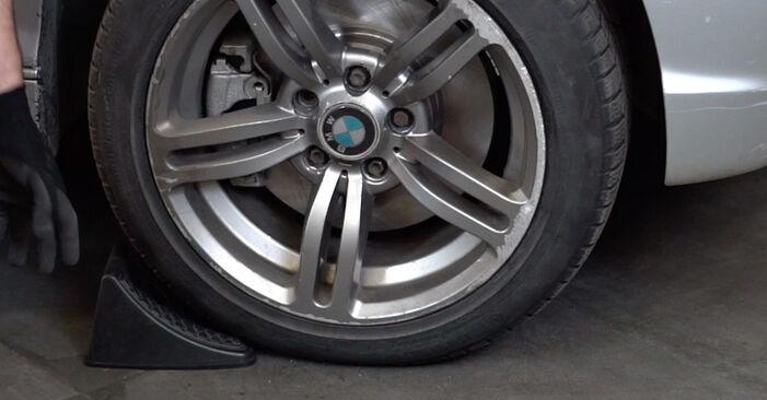 Kaip pakeisti BMW 3 Touring (E46) 320d 2.0 1999 Pasukimo trauklė - išsamios instrukcijos ir vaizdo pamokos