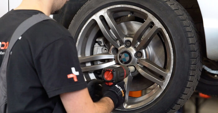 How to remove BMW 3 SERIES 330d 3.0 2002 Anti Roll Bar Links - online easy-to-follow instructions
