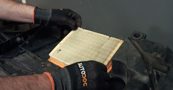 Replacing Air Filter on Ford Fiesta V jh jd 2001 1.4 TDCi by yourself
