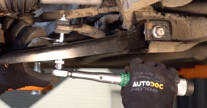 Austauschen Anleitung Koppelstange am Toyota Aygo ab1 2005 1 selbst