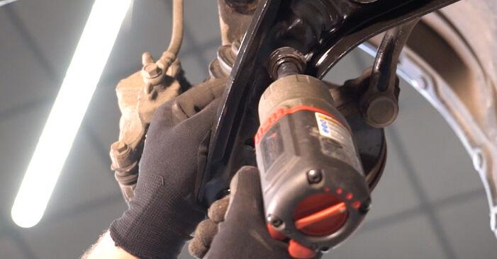 Wie schwer ist es, selbst zu reparieren: Koppelstange Toyota Aygo ab1 1 2011 Tausch - Downloaden Sie sich illustrierte Anleitungen