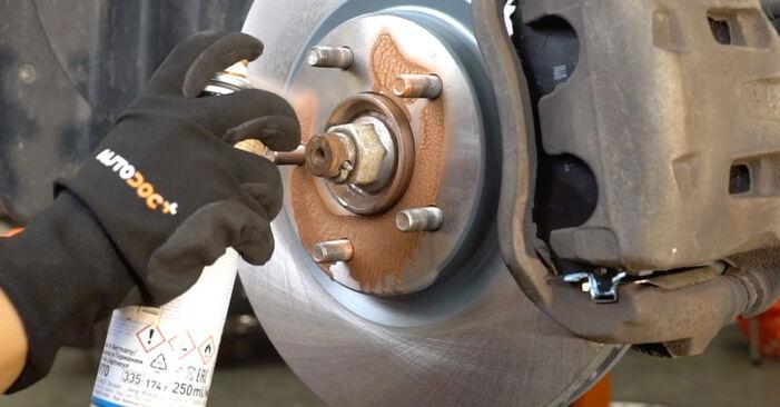 Schritt-für-Schritt-Anleitung zum selbstständigen Wechsel von Nissan Qashqai j10 2011 1.6 dCi Koppelstange