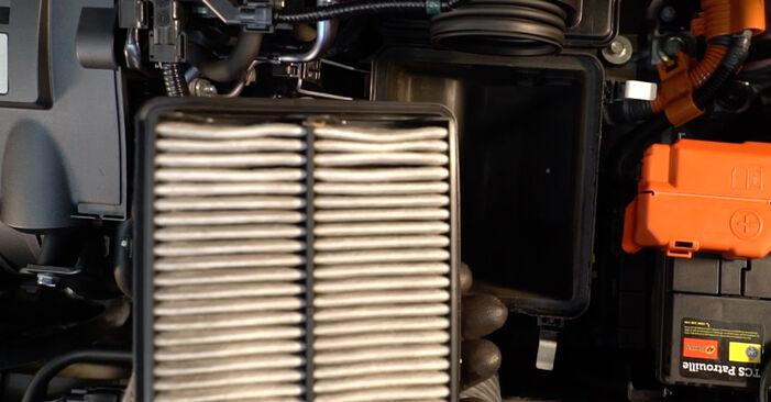 Kaip nuimti HONDA INSIGHT 1.3 Hybrid (ZE2) 2013 Oro filtras - nesudėtingos internetinės instrukcijos