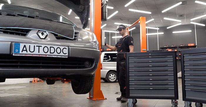 Renault Scenic 2 1.5 dCi 2005 Összekötőrúd cseréje: ingyenes szervizelési útmutatók