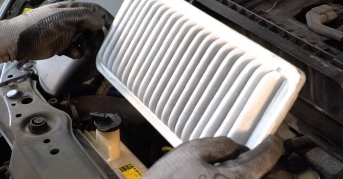 LEXUS RX 3.0 Luftfilter ausbauen: Anweisungen und Video-Tutorials online