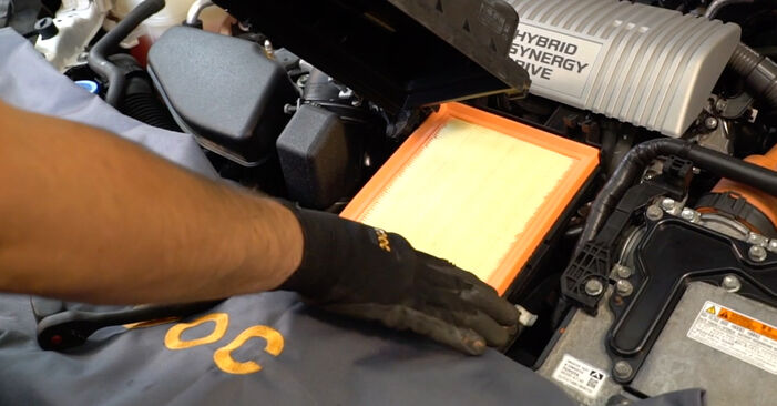 TOYOTA AURIS 1.4 D-4D (NDE150_) Air Filter replacement: online guides and video tutorials