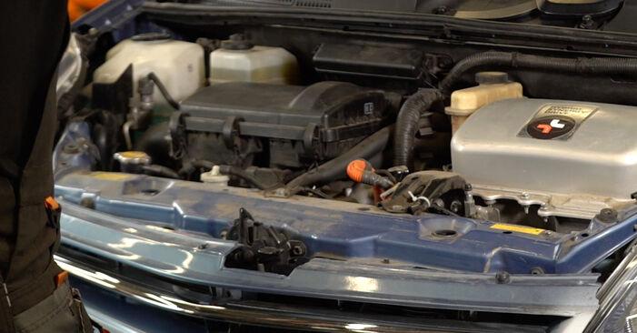 Wie Luftfilter Toyota Prius 2 1.5 (NHW2_) 2003 tauschen - Kostenlose PDF- und Videoanleitungen