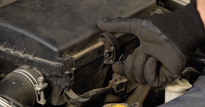 Luftfilter Toyota Prius 2 1.5 (NHW2_) 2005 wechseln: Kostenlose Reparaturhandbücher