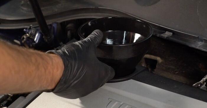 Wie Ölfilter VW Passat Variant (3C5) 2.0 TDI 16V 2006 austauschen - Schrittweise Handbücher und Videoanleitungen