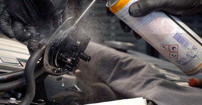 Kraftstofffilter Ihres Passat 3C 2.0 TDI 2007 selbst Wechsel - Gratis Tutorial