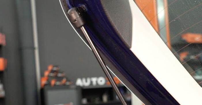 Tausch Tutorial Heckklappendämpfer am VW Passat Variant (3C5) 2010 wechselt - Tipps und Tricks