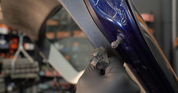 Wechseln Heckklappendämpfer am VW Passat Variant (3C5) 2.0 FSI 2008 selber