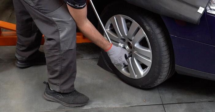 Wie Spurstangenkopf VW Passat Variant (3C5) 2.0 TDI 16V 2006 austauschen - Schrittweise Handbücher und Videoanleitungen