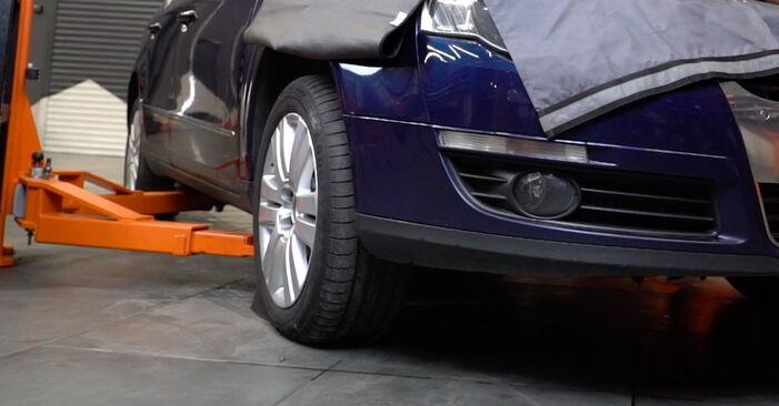 Wie Bremsbeläge VW Passat Variant (3C5) 2.0 TDI 16V 2006 austauschen - Schrittweise Handbücher und Videoanleitungen