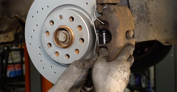 Wie VW PASSAT 2.0 TDI 4motion 2009 Bremsbeläge ausbauen - Einfach zu verstehende Anleitungen online