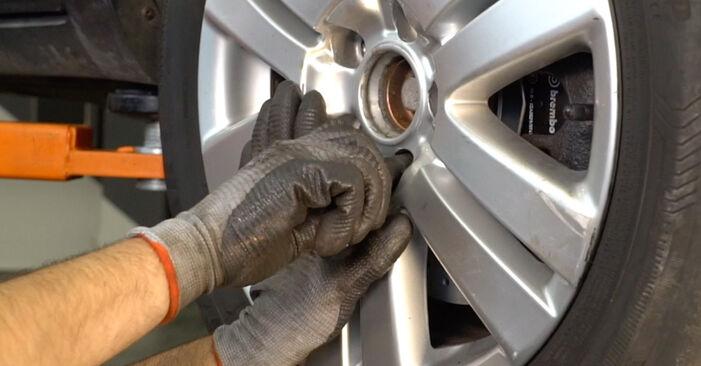 VW PASSAT 2006 Zavorne Ploščice priročnik za zamenjavo s koraki