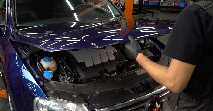 Tausch Tutorial Bremsbeläge am VW Passat Variant (3C5) 2005 wechselt - Tipps und Tricks