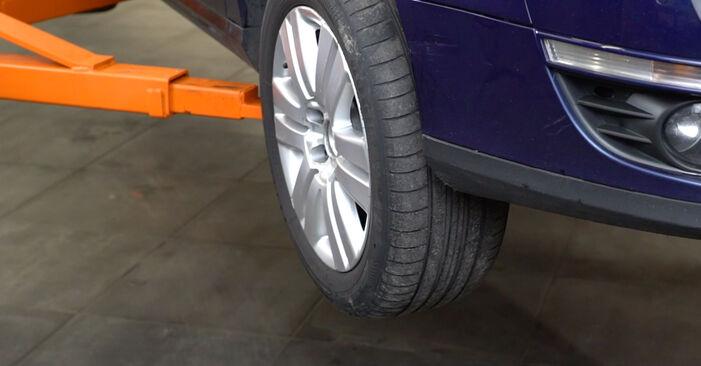Zamenjajte Zavorne Ploščice na VW Passat Variant (3C5) 2.0 FSI 2008 sami