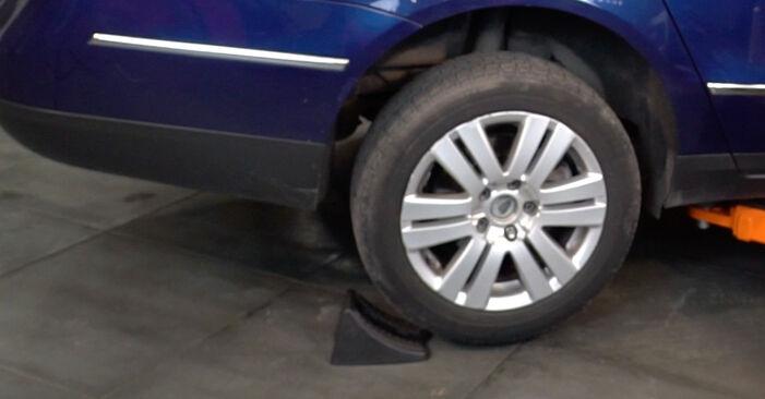 Как да сменим VW Passat Variant (3C5) 2.0 TDI 2006 Спирачни Накладки - стъпка по стъпка инструкции и видео ръководства