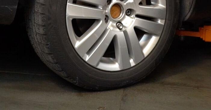 Смяна на VW PASSAT 2.0 TDI Спирачни Накладки: онлайн ръководства и видео уроци