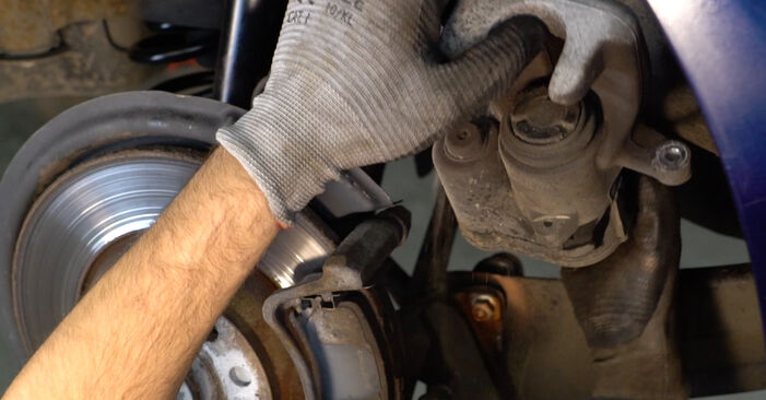 VW PASSAT 2.0 TDI Wheel Bearing replacement: online guides and video tutorials