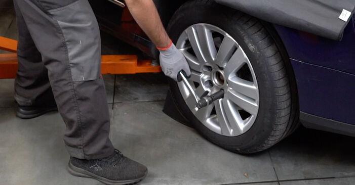 Kuinka vaihtaa VW Passat Variant (3C5) 2.0 TDI 2006 -auton Alatukivarsi – vaiheittaiset ohjekirjat ja video-oppaat