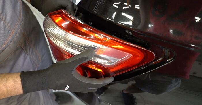 Wie schwer ist es, selbst zu reparieren: Heckleuchte Nissan Qashqai j10 2.0 Allrad 2012 Tausch - Downloaden Sie sich illustrierte Anleitungen