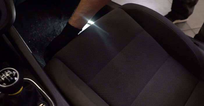 VW GOLF 1.9 TDI Utastér levegő szűrő cseréje: online leírások és videó-útmutatók