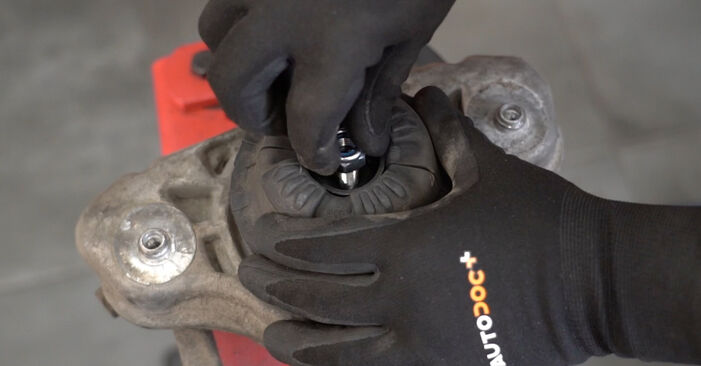 Replacing Shock Absorber on Audi A4 B7 Saloon 2004 2.0 TDI 16V by yourself
