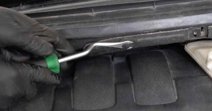 Ar sudėtinga pasidaryti pačiam: Peugeot 307 SW 1.6 HDI 90 2006 Amortizatorius keitimas - atsisiųskite iliustruotą instrukciją