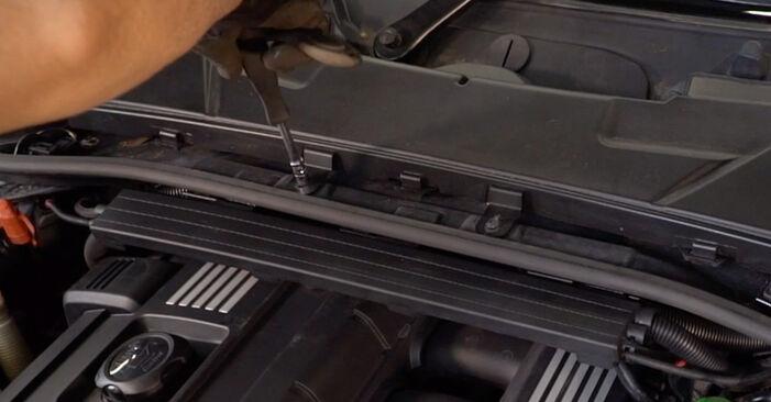 Innenraumfilter BMW E92 335d 3.0 2006 wechseln: Kostenlose Reparaturhandbücher